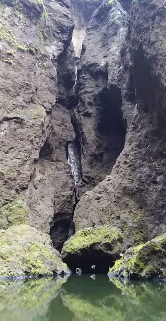 Baignade au pied de la cascade